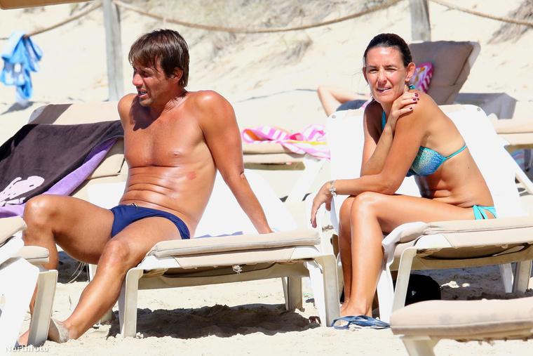 Az olasz válogatott edzője a feleségével nyaral, akinek neve Elisabetta Muscarello