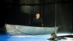 Látta már Kovács Ákost bánatosan majomra nézni?