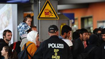 Lázadó bajorok: a menekültek visszafordításán és tranzitzónán gondolkodnak