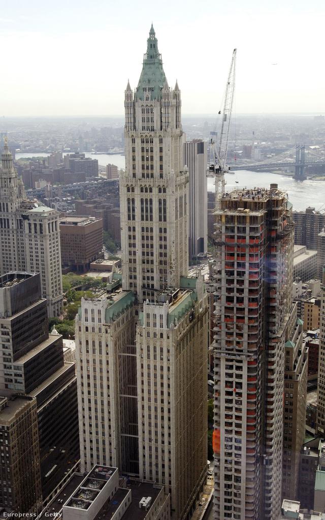 Az 1913-ban épült Woolworth Buildinget 1930-ig a világ legmagasabb épületeként tartották számon.