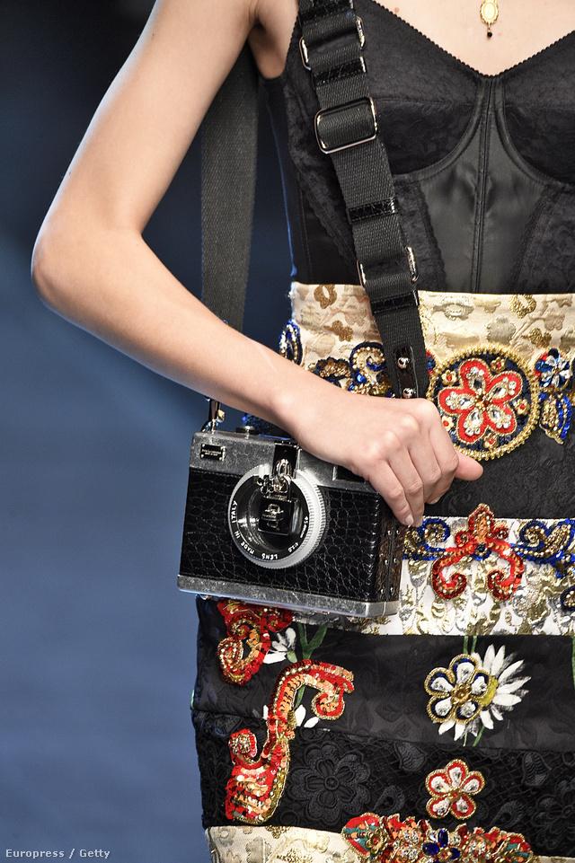 A Dolce & Gabbana a múlthéten hívta fel a figyelmet arra, hogy mennyire fénykép függők lettünk az utóbbi években.