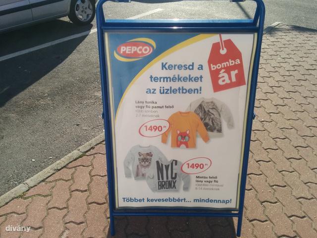 Nem túl hivalkodó reklám, erős árakkal.