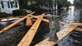 Koporsókat sodor az árvíz Dél-Karolinában