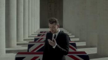 Koporsók előtt éneklik az új Bond-dalt