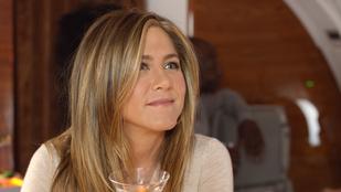 Jennifer Anistont alaposan kiröhögték egy repülőn