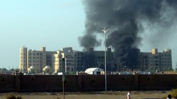 Alig tért haza az alelnök, máris rárobbantották a szállodát