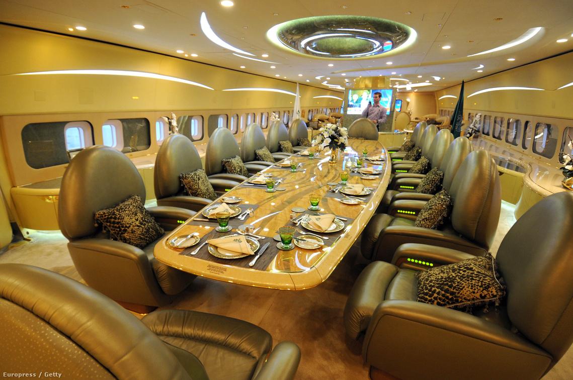 Tárgyalószoba a szaudi herceg Boeing 747-es különgépén
