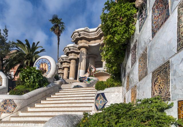 Güell Park, Barcelona - A 17 hektáros városi park Antoni Gaudí tervei alapján épült 1900 és 1914 között és az UNESCO Világörökség részét képezi.