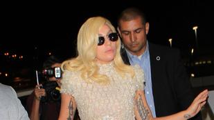Lady Gaga rálépett a ruhájára, és nem esett el! Hurrá!