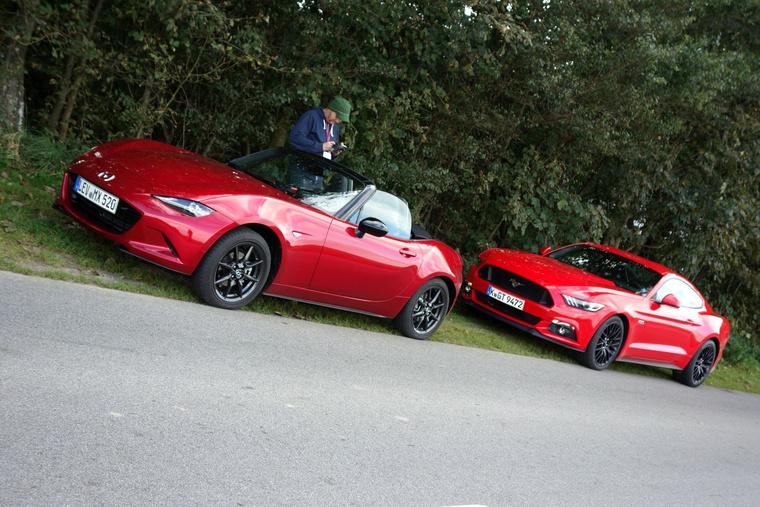 Egy nagyon-nagyon jó napot köszönhetünk ennek a két autónak, melyekben nem csak a színük volt közös, hanem az üzenetük is. És ez az igazán fontos.