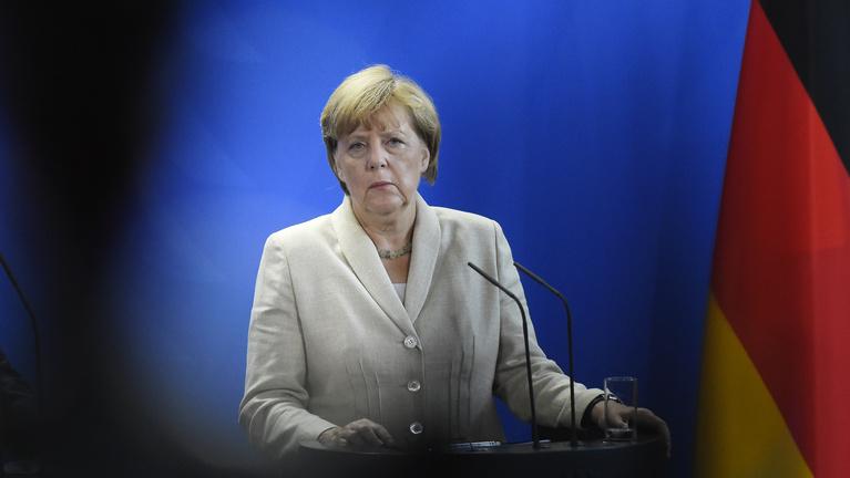 Merkel zárt ajtók mögött osztotta ki a kelet-európaiakat