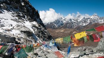 Kitilthatják Nepálból azt a férfit, aki engedély nélkül próbálta megmászni a Mount Everestet