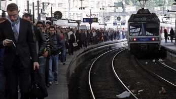 Nem mutatják fel jegyeiket a francia utasok