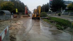 Ne menjen a Budaörsi út felé, mert csőtörés miatt lezárták