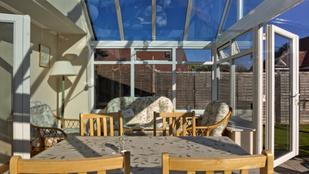 Mobil télikerttel panorámás nappalival bővítheti házát