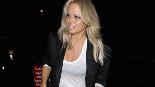 Pamela Anderson szerint nincs, aki úgy hergelné a népet, mint ő