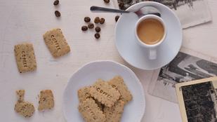 Koffeinfüggők figyelem: kávéadag omlós kekszben