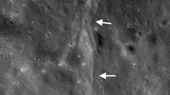 A Föld olyan vonzó, hogy a Hold belereped