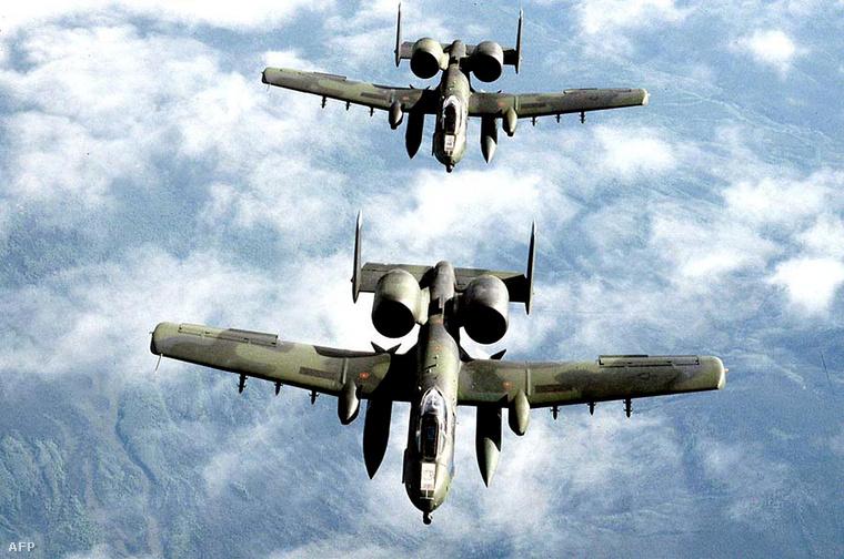A-10-es harcigépek Afganisztán felett