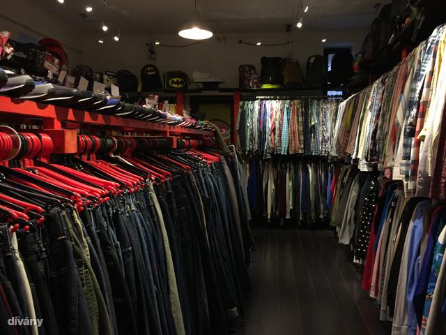Jó zsúfolt, ez sem az a hely, amit 15 perc alatt letud. A férfirészleg főleg drága sportruhákból és feszítős (Lacoste, Gant, POLO Ralph Lauren) ingekből áll.