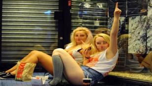 A brit egyetemisták egy 36 állomásos kocsmatúrán isszák szét magukat a tanév elején