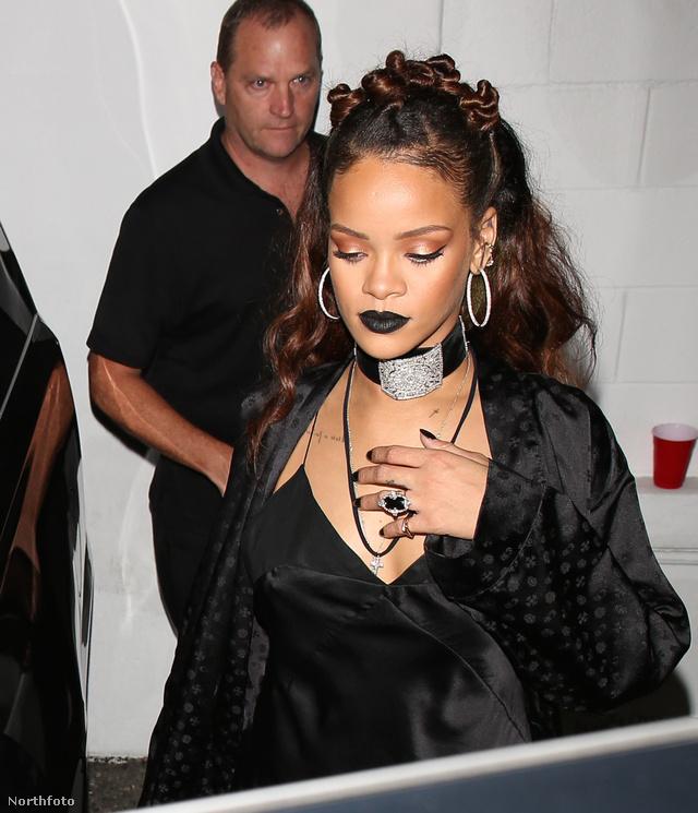 Természetesen a divatikon Rihanna is megmutatta az ő verzióját.