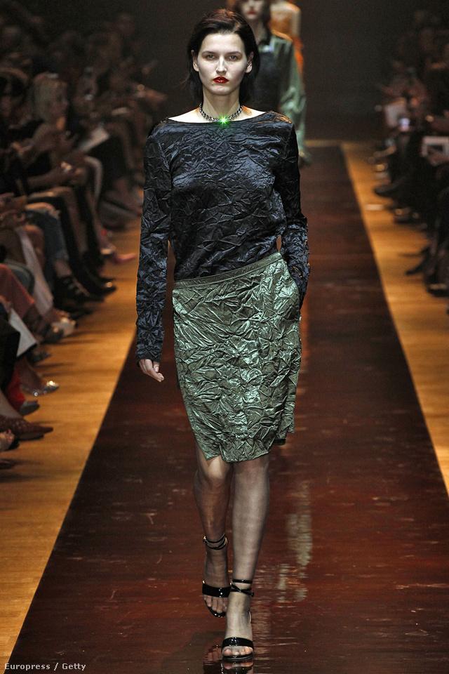 Gyárilag gyűrt anyagból készítette el ruháinak egy részét a Nina Ricci.