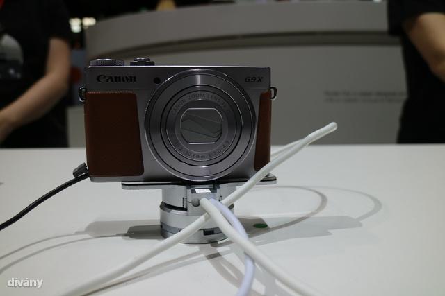 Természetesen új fényképezőgépekkel is lehetett találkozni, ez a legújabb G9X, ami első ránézésre csinos, ha pedig közelebbről megnézi, kiderül, hogy simán felveszi a versenyt a nagyokkal.