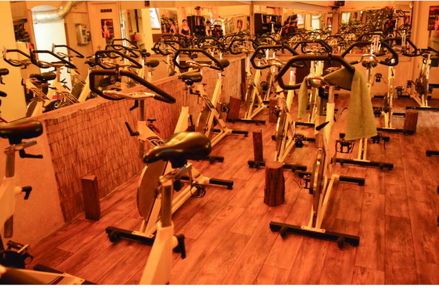 Astoria Fitness: spinning is van.