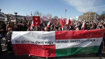 Lengyelek gyalázzák Orbánt az interneten
