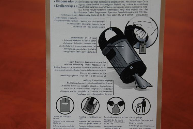 A kutyagumizacskó-adagoló hasznos dolog. Van rajta fényvisszaverő, hogy este jobban látszódjon a kutyasétáltató, a zacskók automatikusan a nyíláshoz sorakoznak