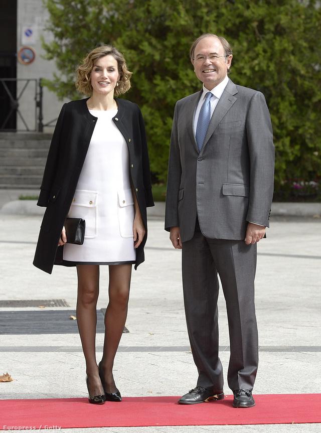 Emiatt a Felipe Varela ruha miatt támadták a csinos királynőt.