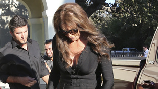 Caitlyn Jenner komoly dekoltázzsal ment Kim Kardashian szülinapi bulijára