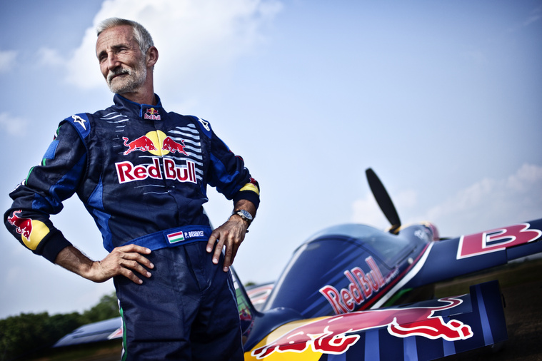 Besenyei Péter 40 év versenyzés után fejezi be aktív pályafutását