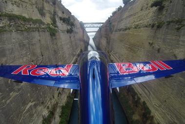 A Korinthoszi-csatornán is átrepült