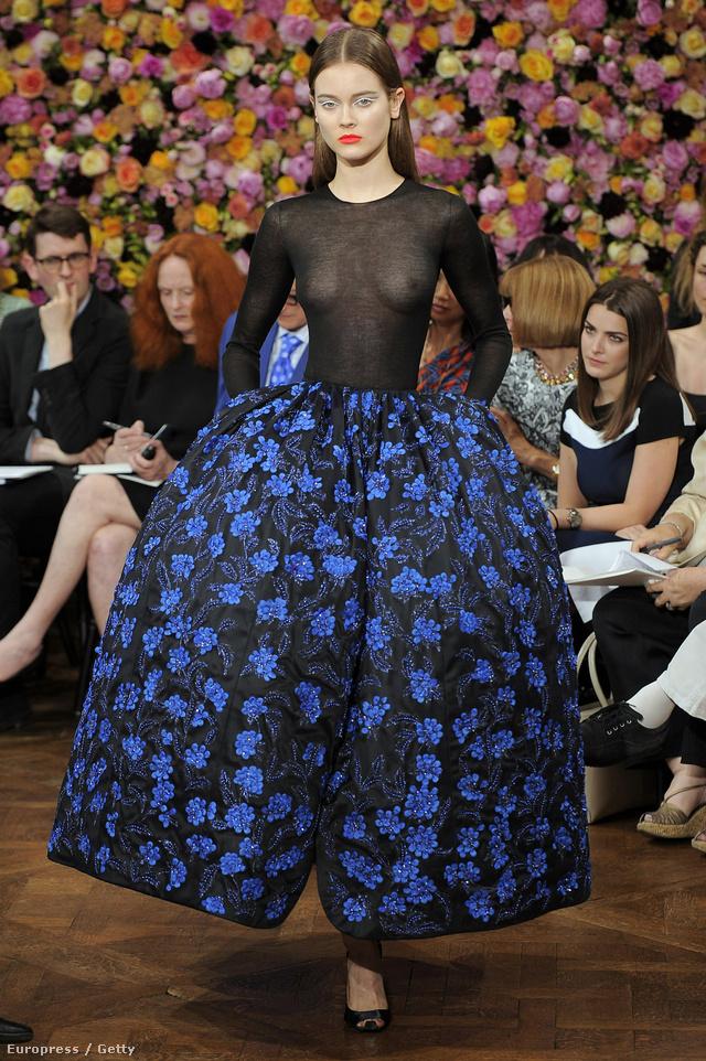 Raf Simons első haute couture estélyi ruhája 2010 júliusában.