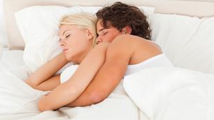 A kifli alvópóznak szexuális jelentése is van