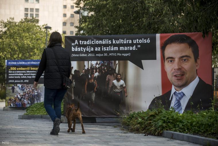Vona Gábor és idézet tőle a CÖF és a CÖKA plakátkiállításán egy plakáton.