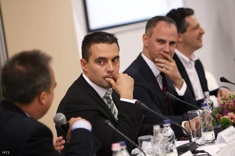 Török Gábor, Vona Gábor, Szigetvári Viktor, Schiffer András (b-j) a Van-e alternatíva? című kerekasztal-beszélgetésen.