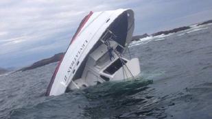 27 emberrel a fedélzetén süllyedt el egy bálnafigyelő hajó Kanadában