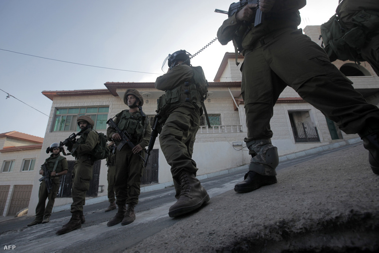 Izraeli katonák járőröznek 2015 augusztusában Ciszjordániában