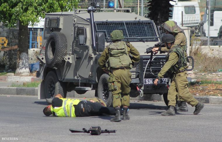 Magát fotósnak kiadó palesztin késelt meg egy izraeli katonát Jeruzsálemben október 16-án