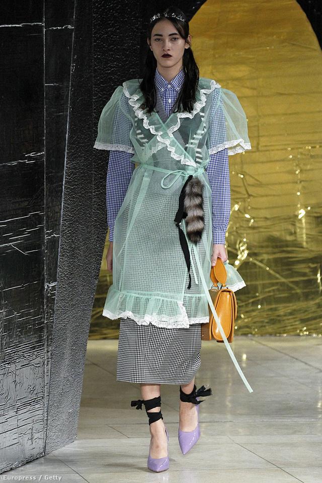 Így kellene megújulnia a divatnak Miuccia Prada szerint.