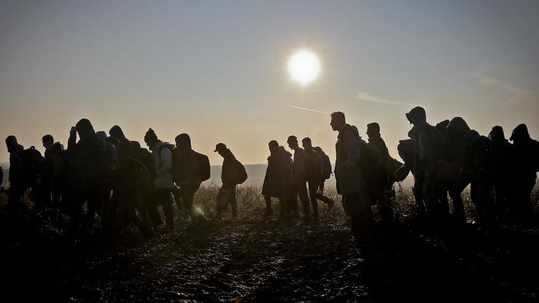 Segíthetnének a migránsok a magyar gazdaságon, csak nem akarnak nálunk maradni