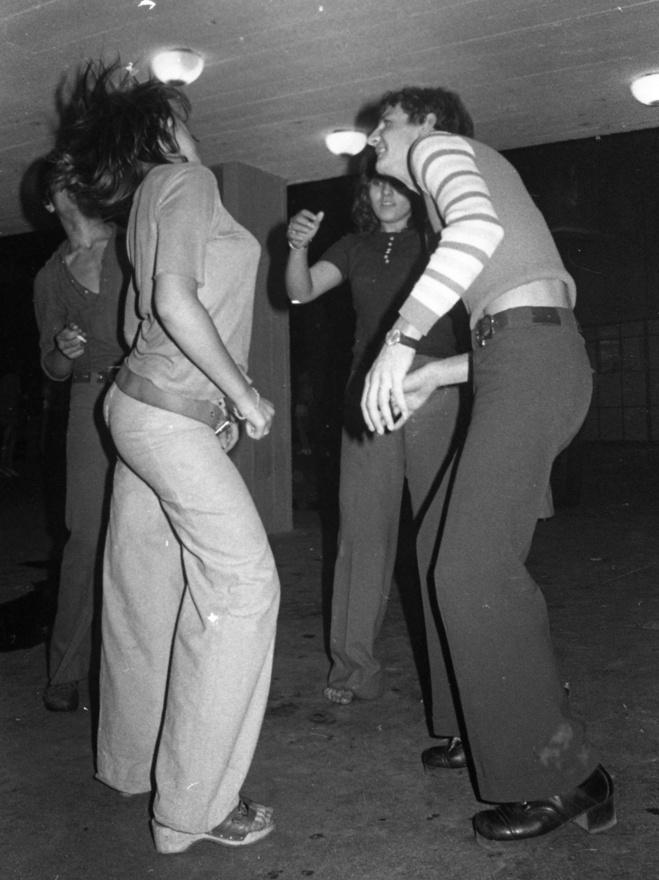 A szórakozóhely 1984. szeptember 23-án tartotta a záróbulit. Az Elektromos temetés című rendezvény a P. Mobilra épült, arra az együttesre, amelyikről azt mondják, a leginkább összenőtt az Ifiparkkal.