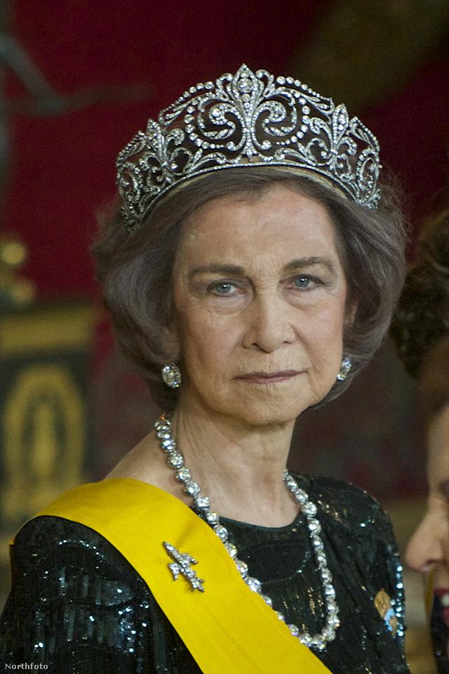 Zsófia spanyol királyné 2014-ben viselte a látványos fejdíszt, mikor találkozott Mexikó elnökével, Enrique Pena Nietóval.