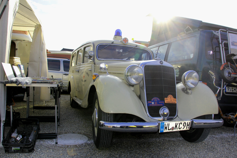 Seidel úréknak a V170-es széria volt a nagy kedvence, igazi klasszikus öreg autó. Ez a konkrét mentőautó mégsem lehetett volna akkoriban veterán, már a második világháború után készült