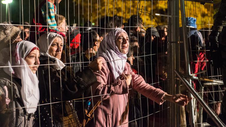 Már a Balkánt idézi az osztrák határ