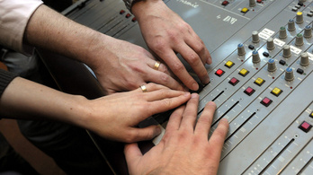 A Class FM szeretné, ha ingyen lehetne hallgatni, az NMHH meg nem