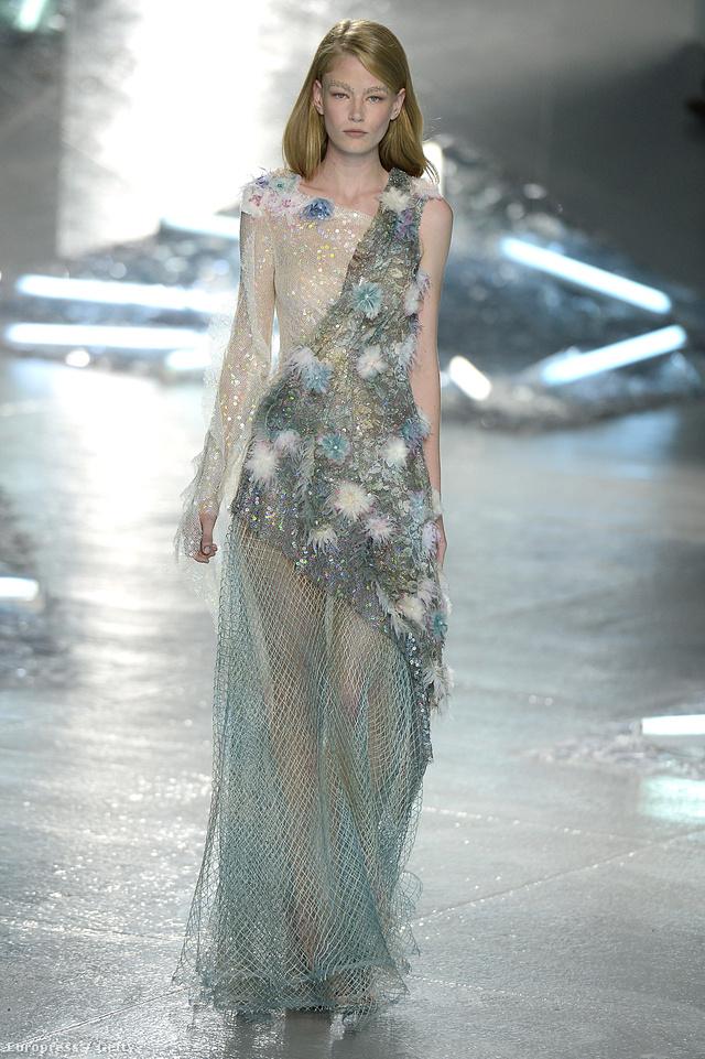 A Rodarte 2014 szeptemberében mutatta be Kis Hableány ihlette estélyi ruháját New Yorkban.